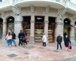 Comienza la colocación de toldos en Sevilla