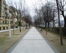 El mercadillo del paseo de Bizkaia estrena horario y toldos
